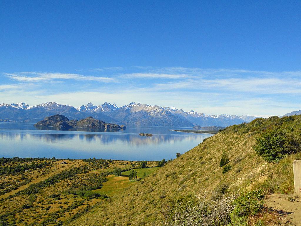 Credit: https://commons.wikimedia.org/wiki/File:Lago_General_Carrera_Camino_a_Chile_Chico.JPG