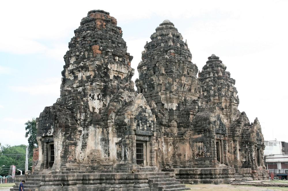 Wat_Phra_Prang_Sam_Yod-001